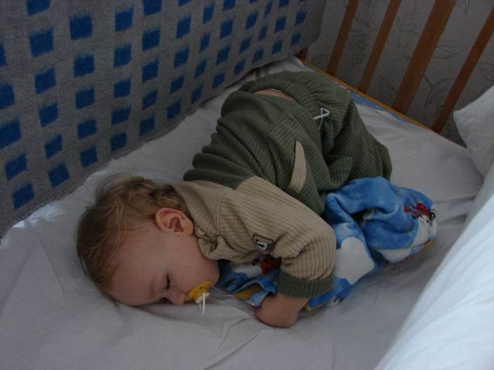 Как сделать чтобы ребенок спал днем 559